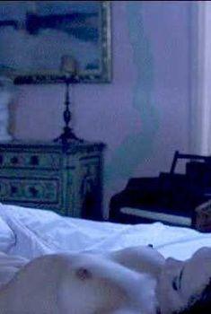 Барбара Де Росси оголила грудь и писю в фильме «Носферату в Венеции», 1988