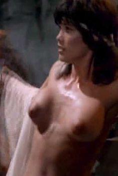 Голая Барби Бентон в фильме «Ловчий смерти», 1983