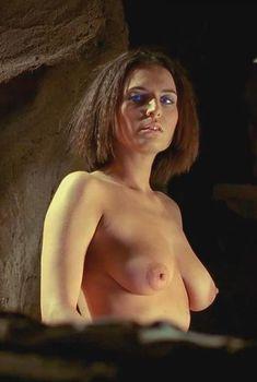 Барбора Кодетова показала голую грудь в сериале «Дюна», 2000