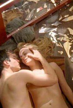 Бижу Филлипс засветила грудь в фильме «Пробуждение», 2009
