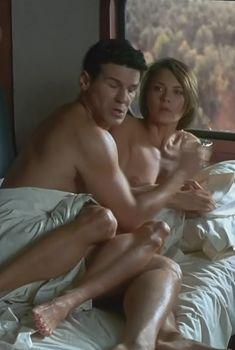 Бренда Бакки засветила голую грудь в фильме «В осаде 2. Темная территория», 1995