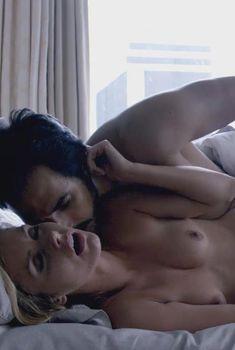 Голая Брианна Браун в сериале «Родина», 2011