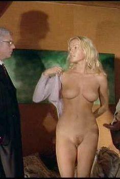 Брижит Лаэ без одежды в фильме «Ночь охоты», 1980