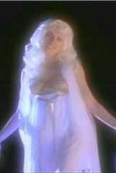 Голая грудь Брэнди Дэвис в сериале «Бухта страсти. Восходящие звезды», 2000