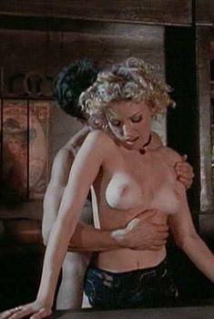 Голая Брэнди Дэвис в фильме «Виртуальные столкновения 2», 1998