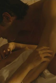 Ваина Джоканте показала голую грудь в фильме «Замкнутый круг», 2009