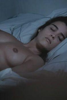 Голая Ваина Джоканте в фильме «Интересы государства», 2008