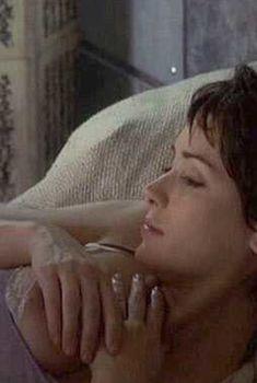 Голая грудь Вайноны Райдер в фильме «Осень в Нью-Йорке», 2000