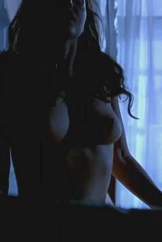 Голая Валентина Варгас в фильме «Восставший из ада 4. Кровное родство», 1996