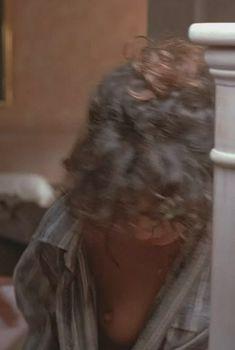 Валерия Голино засветила грудь в фильме «Человек дождя», 1988