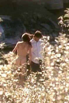 Красотка Венди Крюсон оголила грудь и попу в фильме Getting Married in Buffalo Jump, 1990