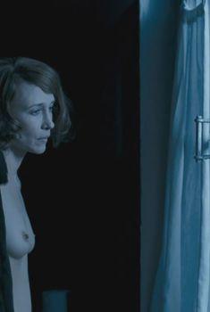 Голая Вера Фармига в фильме «По этапу», 2006