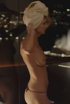 Вива Бьянка показала голую грудь в фильме «Икс», 2011