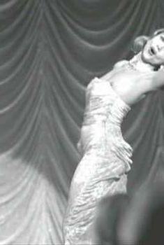 Виктория Абриль засветила сосок в фильме «Нет вестей от Бога», 2001