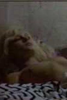 Голая Виржини Ледуайен в фильме «Героини», 1997
