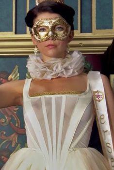 Габриель Анвар засветила грудь в сериале «Тюдоры», 2007