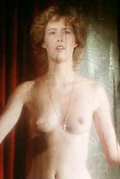 Голая Габриель Лазюр в фильме «Прекрасная пленница», 1982