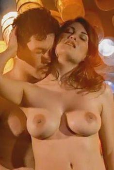 Габриэлла Холл снялась голышом в порнофильме The Exotic Time Machine, 1998