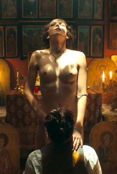 Голая Гайте Янсен в сериале «Острые козырьки», 2013