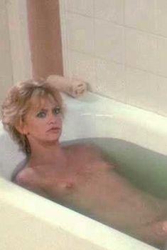 Голая Голди Хоун в фильме «Дикие кошки», 1986
