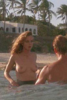 Голая Грета Скакки в фильме «Белое зло», 1987