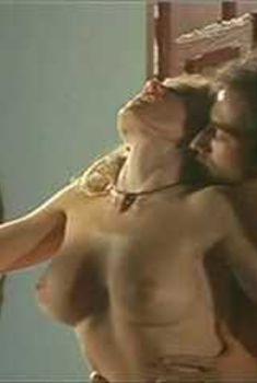Голая Гриффин Дрю в сериале «Сказки на ночь», 2000