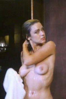 Голая Гэйл Харрис в фильме «Крепкие орешки», 1990