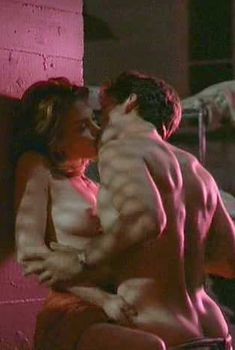 Дайан Лэйн показала голую грудь в фильме «Знаки жизни», 1990