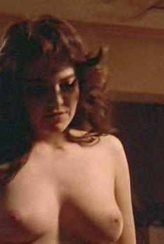 Голая грудь Дайан Лэйн в фильме «Чикаго блюз», 1987