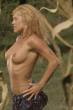 Голая Дарси Фоуэрс в фильме «Посланники 2», 2009