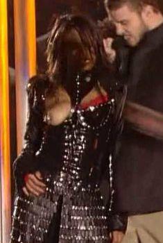 Красотка Джанет Джексон засветила грудь в видео Super Bowl Breast Flash HDTV