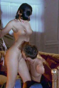 Голая Джезебель Бонд в фильме «Сексуальная магия», 2001