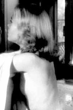 Красотка Джейн Фонда засветила сиську в фильме «Хищники», 1964