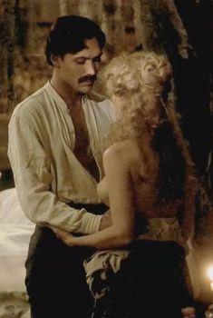 Голая грудь Джейн Фонды в фильме «Старый гринго», 1989