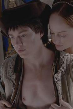 Голая грудь Джемаймы Уэст в сериале «Борджиа», 2011
