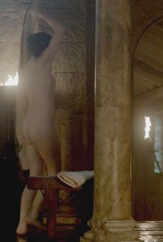 Голая Дженни Жак в сериале «Викинги», 2013