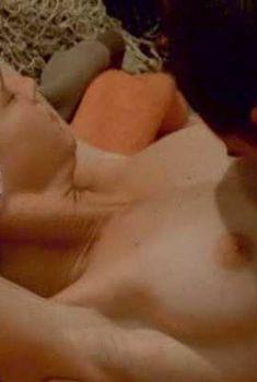 Голая грудь Дженнифер Декер в фильме LAmour Dangereux, 2003