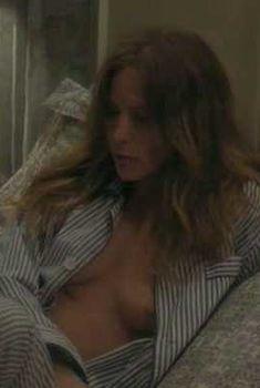 Дженнифер Джейсон Ли показала голую грудь в фильме «Марго на свадьбе», 2007