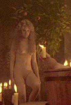Голая Дженнифер Джейсон Ли в фильме «Плоть и кровь», 1979