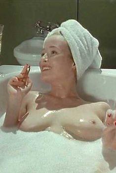 Голая Дженнифер Или в сериале «Ромашковая поляна», 1992