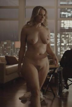 Голая Дженнифер Мадж в сериале «Босс», 2011