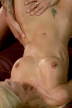 Голая Джессика Дрейк в фильме «Голые амбиции», 2005
