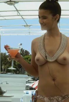 Голая грудь Джессики Кларк в фильме Chemistry, 2011