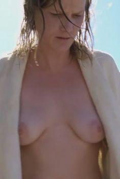 Голая Джессика Хайнс в фильме «Бесчестье», 2008