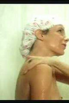 Джилл Клейбёрг засветила сосок в фильме «Начать сначала», 1979