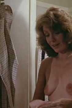 Голая Джилл Клейбёрг в фильме «Незамужняя женщина», 1978