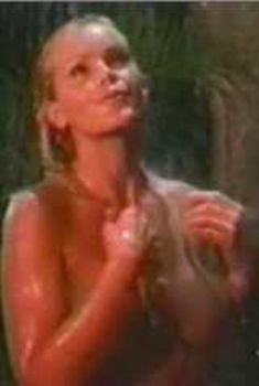 Голая Джина Ли Нолин в сериале «Шина», 2000