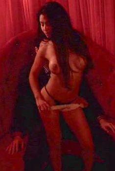 Голая Джоанна Триас в сериале «Смотри», 2010
