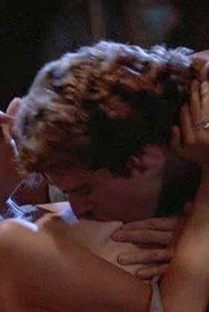 Голая грудь Джоди Фостер в фильме «Обвиняемые», 1988