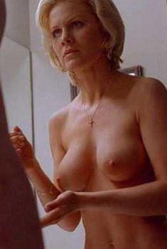 Голая Джози Дэвис в фильме «Жиголо», 2002